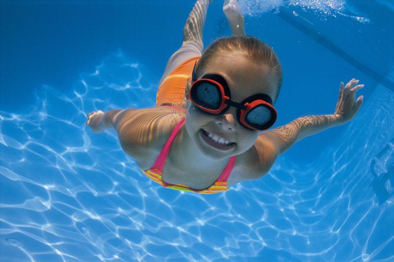 girl swimming in pool for swim lessons